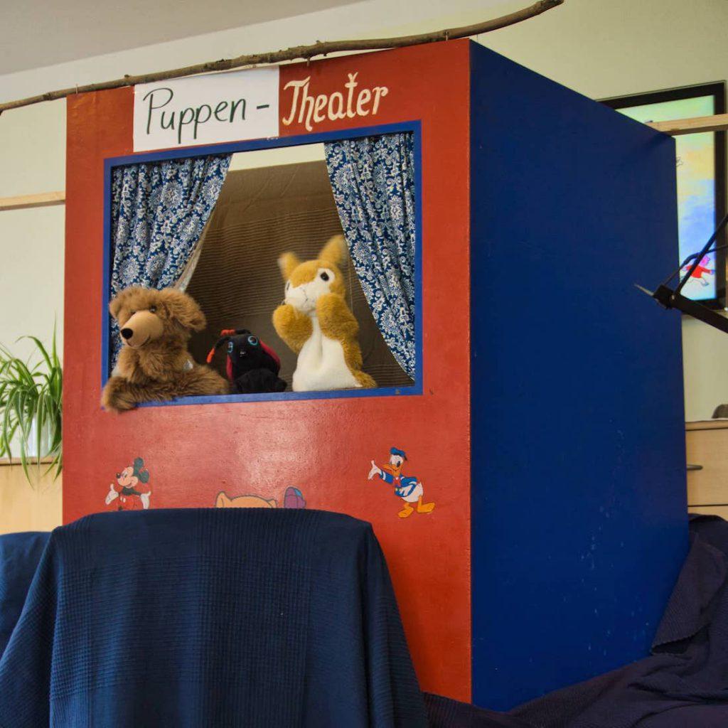 Mal mit Puppentheater