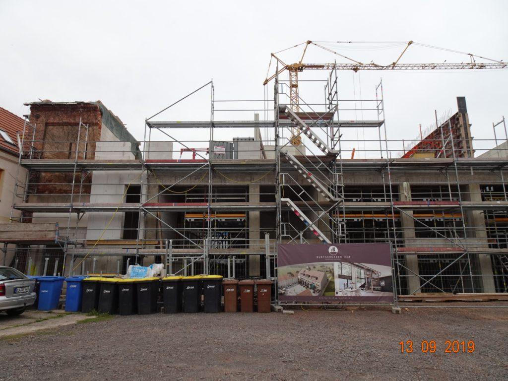 MGH-Burtschuetz-201909-Baustelle-Scheune-vom-Hof-aus