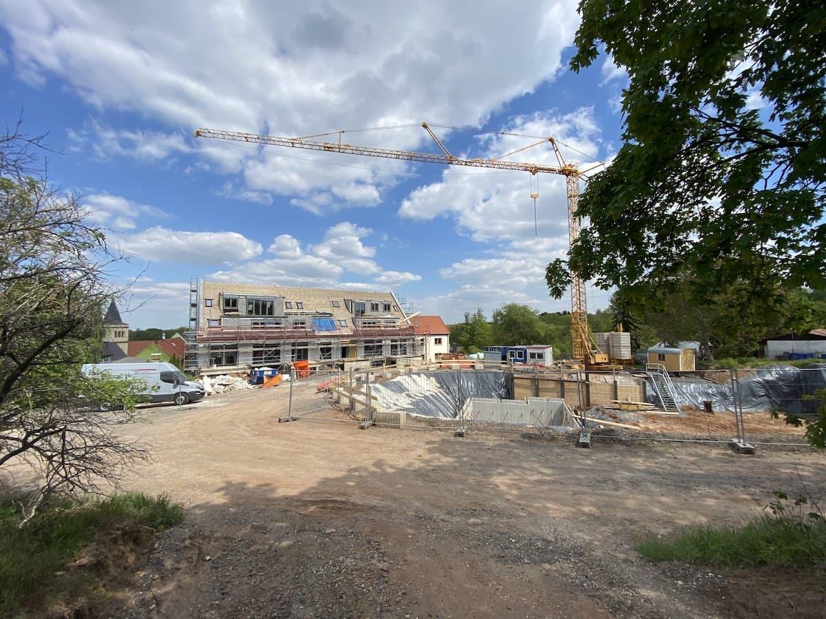 Foto Neue Scheune und Baugrube